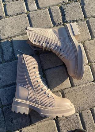 Женские демисезонные ботинки на тракторной подошве 309