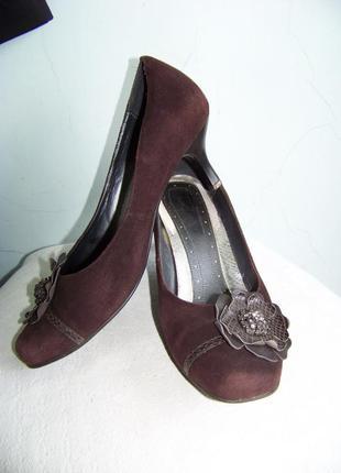 Шоколадные натуральные замшевые туфли с цветком 39р стелька 26 см