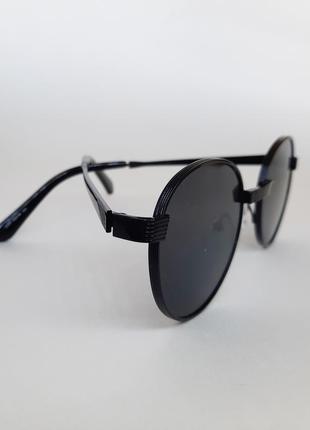 Солнцезащитные очки круглые в металлической оправе, черные