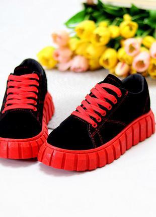 Эффектные черные замшевые женские кроссовки на фигурной красной подошве  размеры 36-41, к. 11573