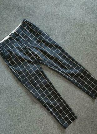 Базові чорно-білі брюки,з трендовим принтом клітинкою.