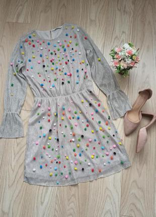 Оригинальное серебристое платье с цветным декором, р.м
