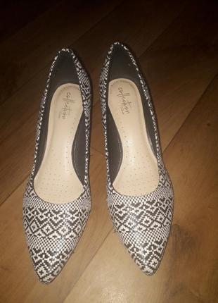 Коасивые туфли от clarks