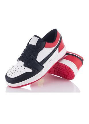Женские черно-белые кроссовки с красными вставками