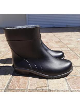 Качественные коротки черные резиновые сапоги ботинки резинові чоботи гумові