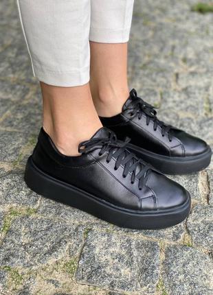 Черные кожаные классические кроссовки кеды