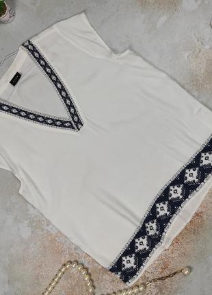 Блуза белая натуральная с орнаментом v-образный вырез vila clothes m