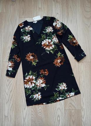 Прямое черное платье в цветы, р.м