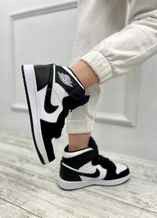 Женские кроссовки nike jordan черный нубук носок