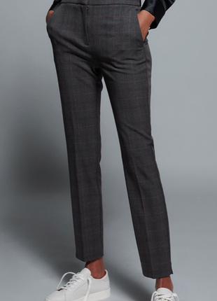 Стильные клетчатые брюки прямого кроя