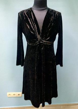 Красивое платье из бархата манго
