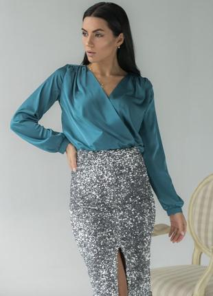Атласна блуза на запах