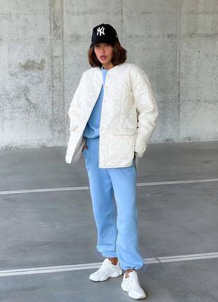 Белая осенняя куртка