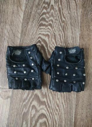 Кожанные спортивные перчатки