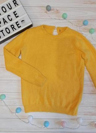 Желтый мягкий свитер травка