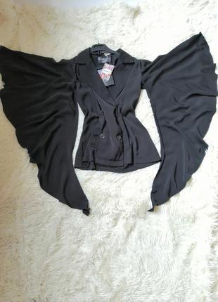 Стильный блейзер пиджак с рукавами разрезами крылья волан с карманами застёгивается