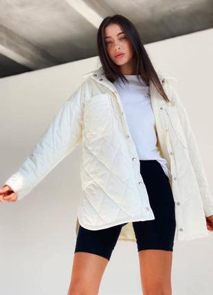 Стёганная белая куртка