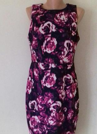 Элегантное красивое платье с принтом