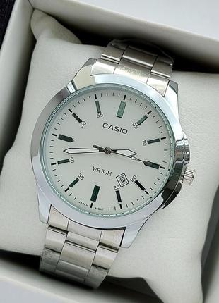 Мужские наручные часы на металлическом браслете серебристые с белым циферблатом