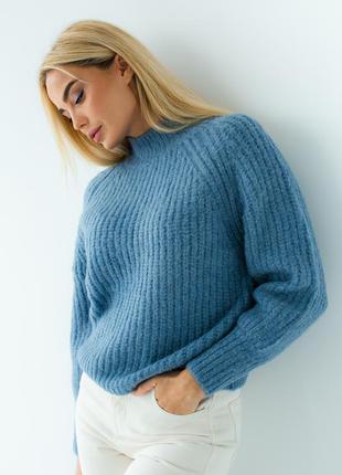 Женский свитер крупной вязки с рукавом регланом