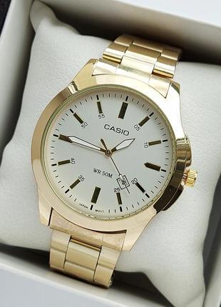 Мужские наручные часы на металлическом браслете золотого цвета с белым циферблатом
