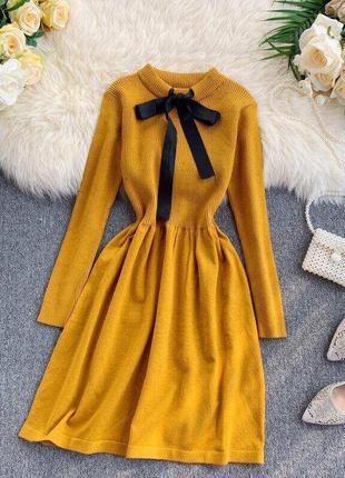 Горчичное платье с бантом