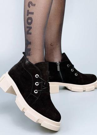Замшевые короткие ботинки шнуровка