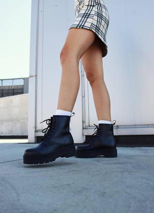 Жіноче взуття