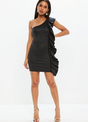 Изысканное замшевое платье с воланом