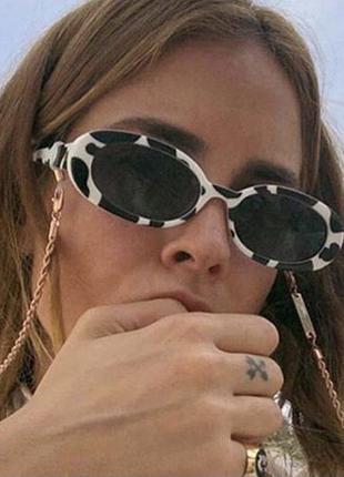 Женские овальные солнцезащитные очки в пластиковой оправе