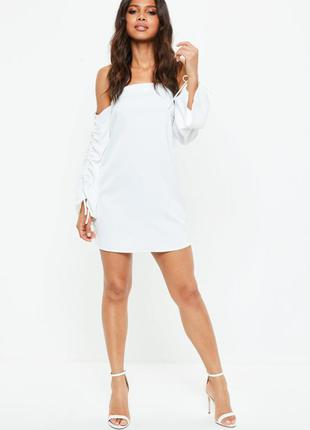 Белое платье на плечи