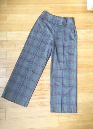Стильные,клетчатые брюки с боковыми карманами