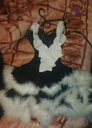 Бальное платье, на девочку 8-11лет с перьями
