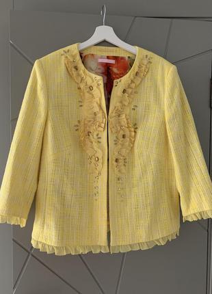 Піджак з плетеної тканини у стилі шанель на шифоновій кольоровій підкладці
