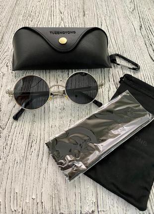 Очки солнцезащитные унисекс черные круглые в серебристой оправе с черным футляром