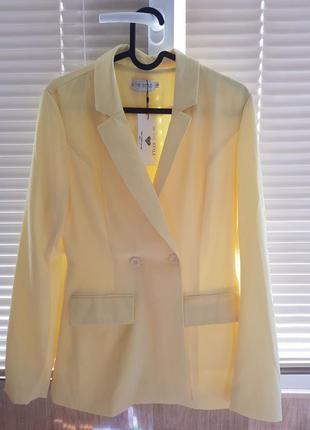 Новый светло-желтый пиджак