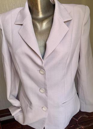 Стильный пиджак нежно -розового цвета
