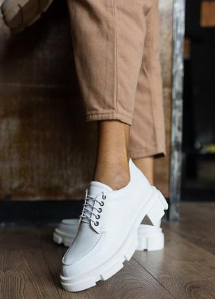 Женские туфли лоферы  кожаные весна/осень белые