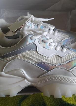 Новые фирменные кроссовки cropp
