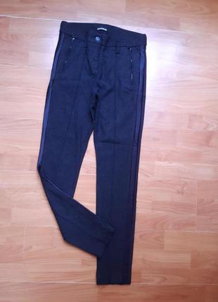 Осенние штаны - леггинсы со стрелками и лампасами по бокам