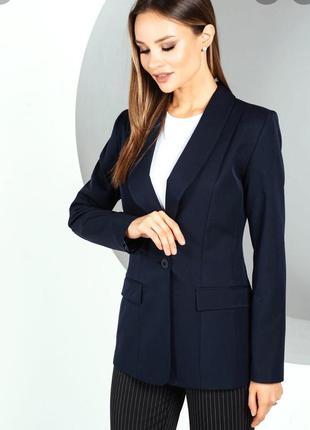 Эленгантный черный пиджак с накладными карманами