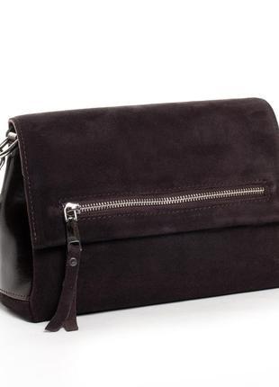 Женская замшевая сумка изготовлена из натуральной замши и кожи.