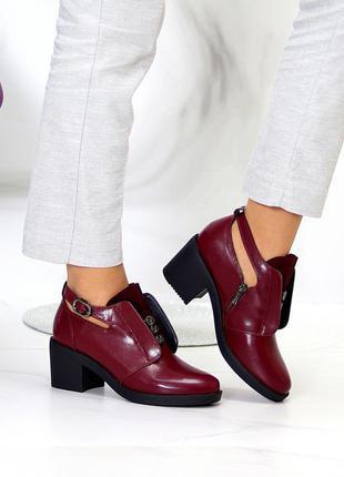 Туфли бордовые на каблуке