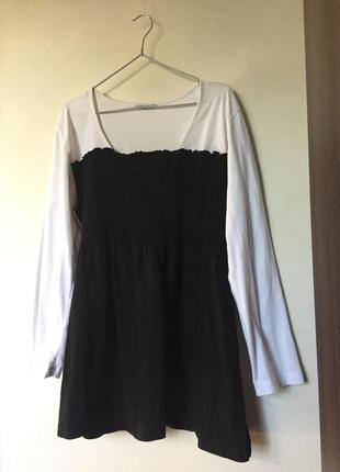 Черно-белое платье с жаткой и длинным рукавом оверсайз