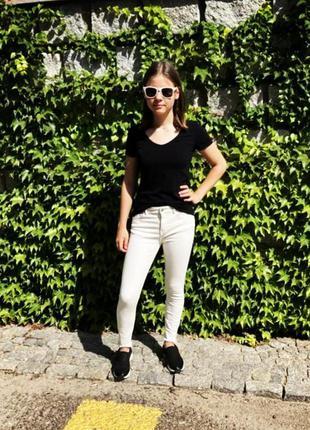 Крутые стильные молодежные джинсы, скинни, мом внизу с бахромой. zara