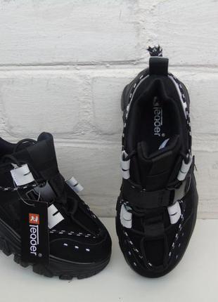 Качественные кроссовки из натуральной замши