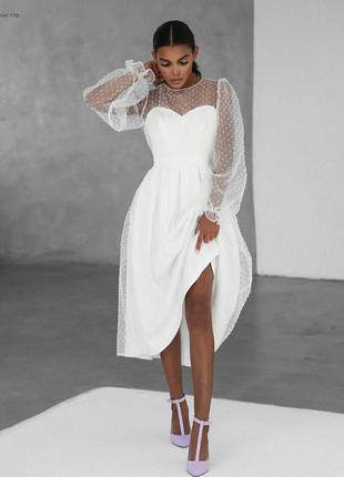 Белое платье с сеткой в горошек