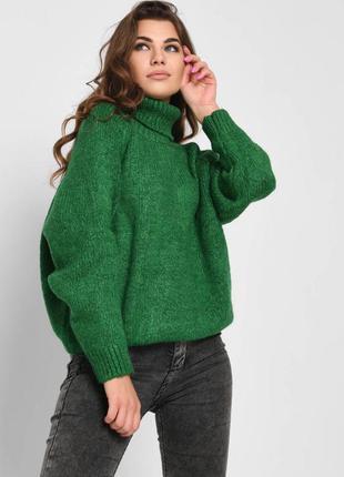 Зелёный свитер оверзайз