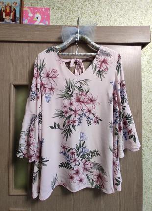 Шикарная блуза с цветами,батал