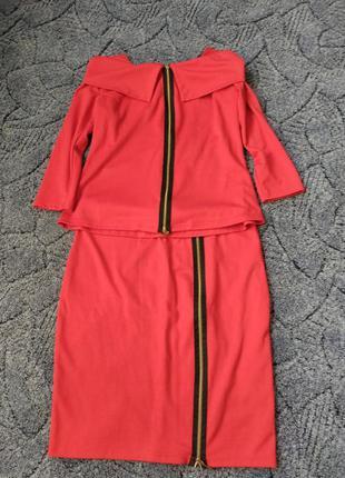 Красный костюм с юбкой карандаш